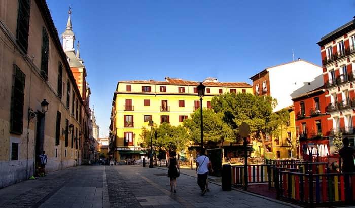 Plaza Cascorro Madrid outside brunch in Madrid